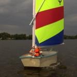 Ein Optimist auf dem Neuländer Baggersee