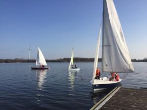 Drei Boote in Neuland