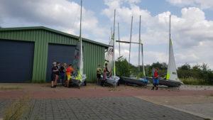 Die Boote werden für die Mittagspause abgebuat